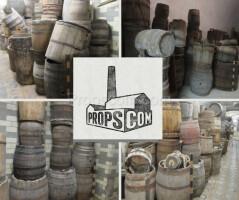 Large wooden barrels - bulk picking
