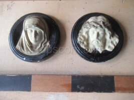 sculptures of Jesus and the Virgin Mary
