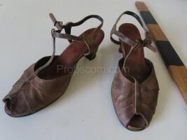 Women's tape shoes