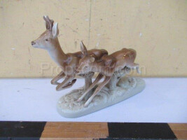 Statuette of a roe deer with a doe