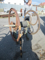 Hand winch with pulley